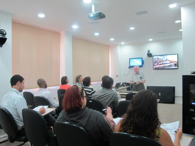 Professor José Roberto Ferreira (Cris/Fiocruz) na abertura do curso no Rio de Janeiro
