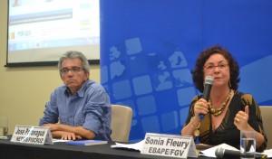 Garantir direto à saúde não pode ser confundido com disponibilizar planos de saúde, afirma Sonia Fleury em evento da Fiocruz Brasília