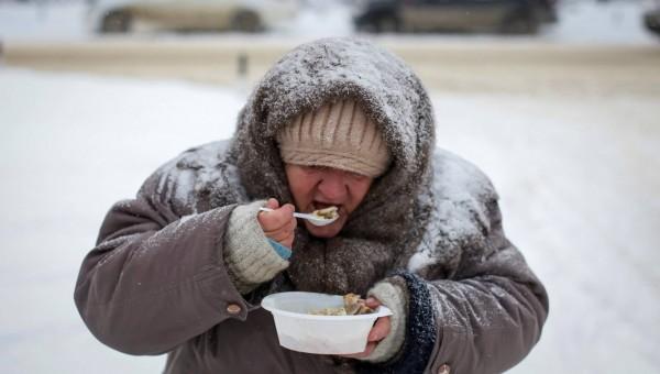 Pobreza encurta a vida mais que obesidade, álcool e hipertensão