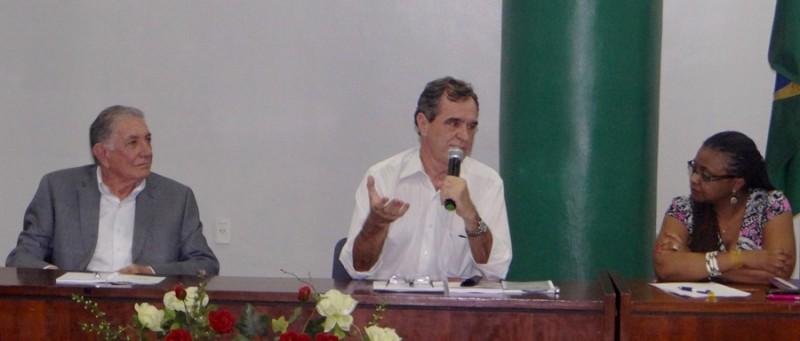 O diretor da Fiocruz Fortaleza, Carlile Lavor, o assessor da Fiocruz Brasília, José Agenor Álvares, e a reitora da Unilab, Nilma Gomes.